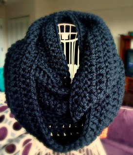 black_infinity_scarf_small2